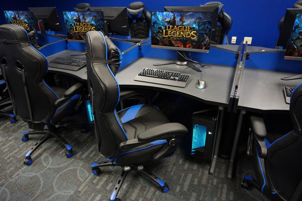 University of Saint Francis  - Esports gaming workstation